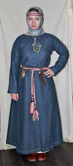 Medieval Slavic costume of Ancient Russia: Radimichi. горожанка среднего достатка в теплом платье, Радимичи. Viking Clothing, Historical Clothing, Wicca, Viking Reenactment, Viking Dress, Medieval Fashion, Couture, Viking Art, Viking Woman
