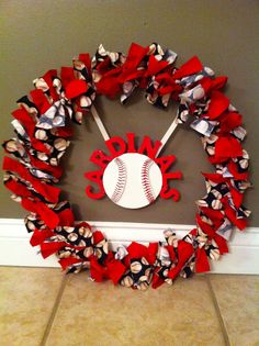 A happy home is a STL Cardinal home Jacot Jacot Goodson St Louis Cardinals Baseball, Stl Cardinals, Sports Wreaths, Baseball Wreaths, Baseball Crafts, Nationals Baseball, Crafty Craft, Crafting, Christmas Diy