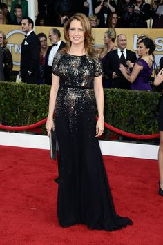 Jenna Fischer in Jenny Packham. #SAGAwards | makeup is gorgeous, as is the dress!
