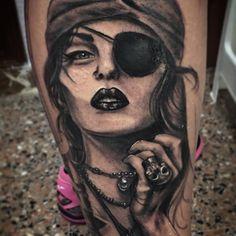 En proceso 1ª sesion #pirate #woman #tattoo #legtattoo #inprogress #beauty #ink #instatattoo #blackandwhite #realism