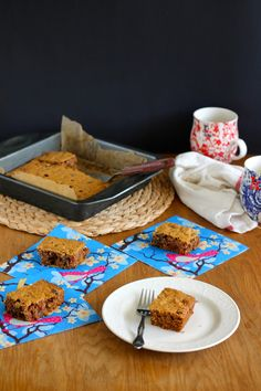 healthier applesauce snacking cake with oat flour and maple sugar // themuffinmyth.com