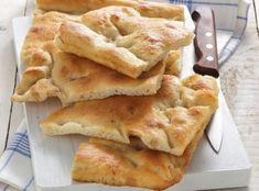 Focaccia salata: ricetta base e varianti sfiziose | Donna Moderna