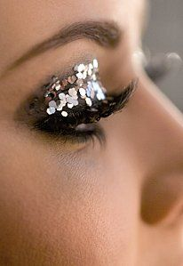 http://forum.manucure.info/index.php?attachments/maquillage-paillettes-yeux-jpg.295960/