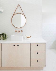 Unser All Oak Mirror im Badezimmer von Kay House - Interiors von Simone Haag Bathroom Interior, Modern Bathroom, Small Bathroom, Minimalist Bathroom, Bad Inspiration, Bathroom Inspiration, Downstairs Bathroom, Family Bathroom, Spiegel Design