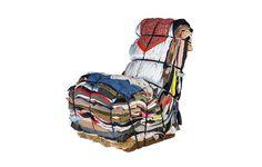 Rag Chair (1991) by Tejo Remy para Droog. Roupas e tecidos velhos (ou trapos, na tradução literal do nome da peça) formam esta cadeira bem original.