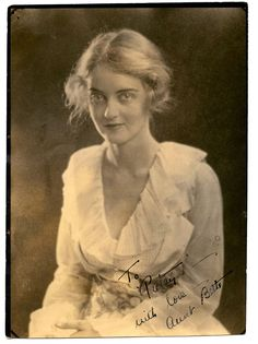 BETTE DAVIS ULTRA RARE ORIGINAL 1920s SIGNED DBLWT PHOTO INSCRIBED TO A FRIEND #signedphotograph Old Hollywood Movies, Classic Hollywood, 1920s Photos, Vintage Photographs, Vintage Images, Feud Bette And Joan, Helen Bonham, Evelyn Nesbit, Bette Davis Eyes