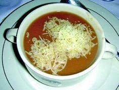 Recette :  Les ingrédients pour la Mahlsuppe (pour 4 personnes) : - 5 cuillères à soupe de farine- 60 g de beurre- 1 oignon coupé en lanières- 1 litre de bouillon de viande froid- du gruyère râpé  La recette de la Mahlsuppe : une préparation enfanti