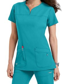 The Grey's Anatomy Signature Nina Scrub Pants are made with stretch fabric and roomy pockets. Scrubs Outfit, Scrubs Uniform, Stylish Scrubs, Green Scrubs, Greys Anatomy Scrubs, Womens Scrubs, Medical Scrubs, Nursing Clothes, Scrub Pants