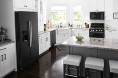 Kitchen Cabinets With Black Appliances, White Appliances, Black Kitchens, Home Kitchens, Bosch Appliances, Kitchen Cabinetry, Luxury Kitchens, Kitchen Redo, New Kitchen