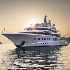 Quantum blue 104 mt, built in 2014 by Lurssen yachts Yacht Luxury, Luxury Life, Yacht Design, Boat Design, Speed Boats, Power Boats, Lurssen Yachts, Yachting Club, Bateau Yacht