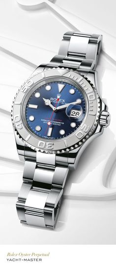 Rolex Yacht-Master 40 mm in 904L steel and platinum with a rotatable graduated bezel, blue dial and Oyster bracelet.