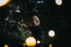 Portrait, Lichterketten, Wald, Fotografie