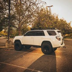 Lifted 4runner, Toyota 4runner Trd, Future Trucks, Future Car, Toyota Trucks, Toyota Cars, Daihatsu, My Dream Car, Dream Cars