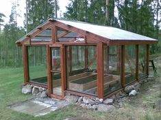 Todellinen TEESEITSE kasvihuone. Greenhouse Attached To House, Old Window Greenhouse, Backyard Greenhouse, Greenhouse Plans, Backyard Landscaping, Rustic Greenhouses, Greenhouses For Sale, Greenhouse Construction, Cold Frame