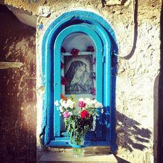 Precious outdoor altar to Mary + the Divine Feminine in YOU.