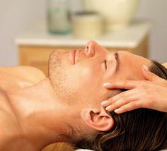 Unter den zahlreichen Anwendungen, findet sich natürlich auch die klassische Kopfmassage wieder. Lassen Sie sich von uns verwöhnen und blenden Sie den Alltag vollkommen aus! #hotel #cochem #relax #wellness #satisfaction #entspannung #hotstone #sauna #ayurveda #romantik #kesslermeyer #beauty #spa #kamin #massage #headmassage #urlaub #holidays #vacation #mosel