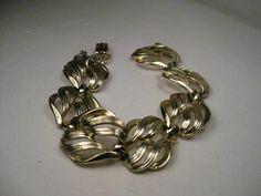 "Vintage Lt. Gold Tone Wispy Open Link Bracelet, Mid-Century, West-Germany, 7.5"" #WestGermany #linkedbracelet"