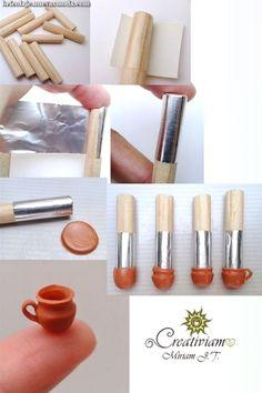 Free polymer clay tutorial How to make miniature camera Miniature Kitchen, Miniature Crafts, Miniature Houses, Miniature Dolls, Miniature Camera, Dollhouse Tutorials, Diy Dollhouse, Dollhouse Miniatures, Polymer Clay Miniatures