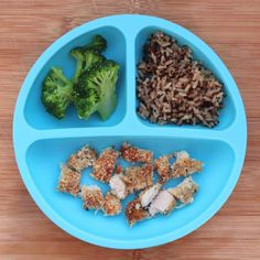 All your questons about feeding a one year old answered with a master list of food ideas for 1 year old toddlers, including a printable sample daily menu. One Year Old Foods, 1 Year Old Meals, Healthy Toddler Meals, Kids Meals, Toddler Dinners, Baby Meals, Toddler Lunches, Toddler Food, Old Recipes