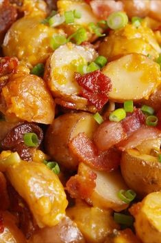 Loaded Slow-Cooker Potatoes: The best thing about comfort food is not actually have to cook it. Loaded Slow Cooker Potatoes, Crock Pot Slow Cooker, Crock Pot Cooking, Cooking Recipes, Potatoes Crockpot, Cook Potatoes, Cooking Games, Cooking Pork, Cooking Turkey