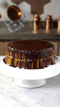 Honey bread cake- Bolo de Pão de Mel Check out the recipe for Tastemade Gingerbread Cake - Cookie Recipes, Snack Recipes, Dessert Recipes, Camping Recipes, Mugcake Recipe, Honey Bread, Gingerbread Cake, Easy Smoothie Recipes, Coconut Recipes