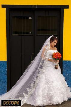 Esperando ante la puerta 11 #Novia #Bodas #Fotografia #11