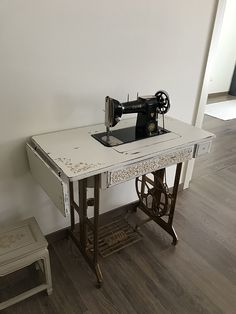 Woodworking, Antiques, Interior, Table, Room, Sewing Machines, Furniture, Garden Ideas, Portugal