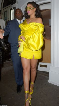 Rihanna looks sensational in a neon yellow silk mini dress at her Fenty Beauty launch in London Rihanna Outfits, Rihanna Dress, Rihanna Show, Mode Rihanna, Rihanna Looks, Rihanna Riri, Rihanna Style, Fashion Outfits, Womens Fashion