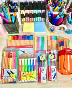 Canetas School Tool, School Hacks, College Stationary, Cute Pictures, Cool Photos, Gold Nursery Decor, Arte Fashion, School's Out For Summer, Dream School