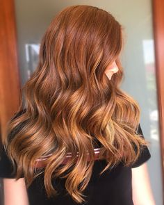 Subtle balayage on this natural red head # Che Balayage Hair Copper, Subtle Balayage, Copper Hair, Red Hair With Lowlights, Red Hair With Highlights, Dark Strawberry Blonde Hair, Mom Hairstyles, Haircuts, Ginger Head