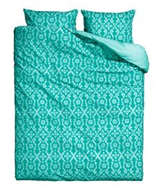 Duvet cover set in cotton fabric with a printed pattern. Duvet cover fastens at foot end with concealed metal snap fasteners. Two pillowcases. Thread count 144.