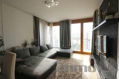 Marina parton eladó 3 szobás nagy erkélyes nyugati tájolású lakás.