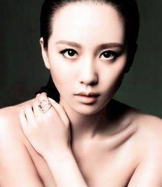 Chinese eyes makeup.