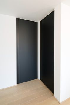 Black doors Black doors Doors become second-hand in all closed spaces. - Black doors Black doors Doors become second-hand in all closed spaces. There are doors both outside -