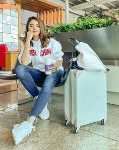 Cute Preppy Outfits, Classy Summer Outfits, Casual Outfits, Airport Travel Outfits, Jaipur, Mom Jeans, Cool Style, Fashion Dresses, Celebs
