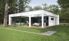 WeberHaus - Spacious and contemporary prefabricated bungalow with Bauhaus architecture Affordable Prefab Homes, Flat Roof House, Bauhaus Style, Bungalow Homes, Prefabricated Houses, Architect Design, Modern House Design, Continents, Container Houses
