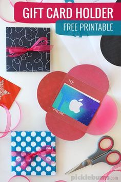 Free printable gift card holder - make giving vouchers a little more fun!