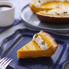 「キウイヨーグルトケーキ」のレシピと作り方を動画でご紹介します。カップに輪切りにしたキウイフルーツとヨーグルトを入れ、ビスケットを乗せて冷蔵庫で冷やすだけなので簡単です!ふんわり食感で見た目もかわいいミニケーキ、ぜひ作ってみてくださいね。