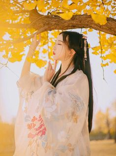 Tựa như nắng mai Chinese Traditional Costume, Traditional Fashion, Traditional Outfits, Asian Style, Chinese Style, Female Character Inspiration, Ancient Beauty, Asian History, China Girl
