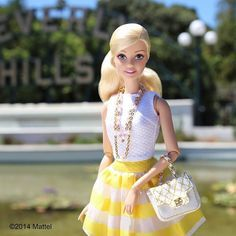 It's Barbie! I am at Beverly Hills, and I brought a few of my pals with me. Just a reminder, I am at Beverly Hills! Watch my vlogs! Barbie Life, Barbie Dream, Barbie World, Barbie And Ken, Barbie Vintage, Barbie Style, Barbie Tumblr, Barbies Pics, Barbie Collection