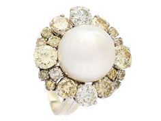 RING, 18K white gold, cultured south sea pearl approx 11,5 mm, brilliant cut diamonds approx 2,80 ctw, approx TCa-Light Yellow/Brown/SI, size 16,25 mm, weight 9,4 g, one of the smaller diamonds is damaged.