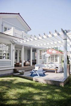 5+ Awesome Simple Coastal Decoration Ideas for Patio #decoratingideas #decoratinghome #decoratingtips