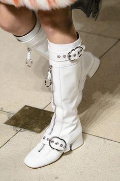Miu Miu at Paris Fashion Week Fall 2017 - Details Runway Photos White Gogo Boots, Black And White Shoes, 60s Fashion Trends, 70s Fashion, Fashion 2017, Paris Fashion, Fashion Women, Cheap Boutique Clothing, Runway Shoes