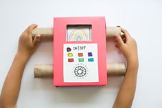 EASY DIY RECYCLED CARDBOARD TV SHOWING OFF YOUR KIDS' ART