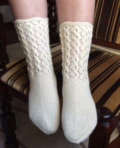 Kinos Lace Knitting, Knitting Stitches, Knitting Socks, Crochet Socks, Knit Crochet, Knitting Magazine, Boot Cuffs, Fashion Socks, Marimekko