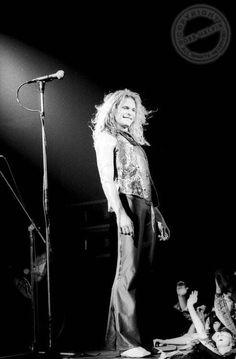 "a-brown-eyed-girll: ""David Lee Roth Van Halen Credit: Ross Halfin (Do not remove credit) "" Alex Van Halen, Eddie Van Halen, 80s Hair Bands, David Lee Roth, Glam Metal, Classic Songs, Steven Tyler, Rock Legends, Black Sabbath"