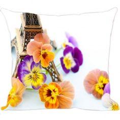 As Almofadas de Flores são fundamentais em uma decoração e com elas é possível renovar todo um ambiente. Confira em www.luisadecor.com.br as varias estampas das almofadas de flores,uma mais linda que a outra.
