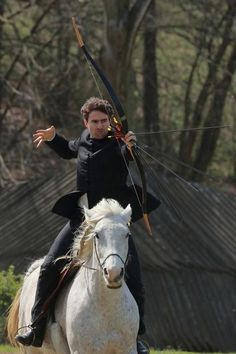 Kassai völgy, lovasíjász Horse Bow, Mounted Archery, Horse Riding, Hungary, Character Inspiration, Riding Helmets, Folk Art, Horses, Sport