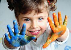 Dejemos que los niños expresen su arte sin ponerles reglas continuamente.