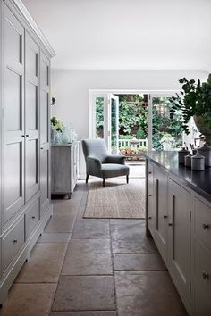 Kitchen Interior Kitchen Cupboards - Jamb director Henry Bickerton revived this Victorian town house in English country-house style - real homes on HOUSE by House Home Decor Kitchen, Interior Design Kitchen, New Kitchen, Kitchen Ideas, Awesome Kitchen, Open Plan Kitchen Interior, Country Kitchen Diner, Open Plan Kitchen Dining Living, Open Plan Kitchen Diner
